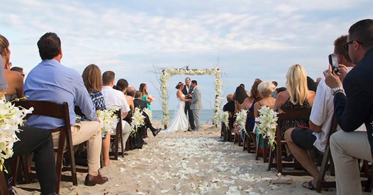 https://www.visitlagunabeach.com/imager/s3-us-west-1_amazonaws_com/laguna-craft/craft/Slideshow-Images/weddings/wedding-2_694f32bf0e9ef81016789076834d1a45.jpg